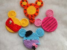 Disney Winnie the Pooh, Mickey Mouse ears crochet pattern, christmas crochet Crochet Gifts, Cute Crochet, Crochet Hooks, Crochet Baby, Learn Crochet, Crochet Beanie, Mickey Minnie Mouse, Disney Mouse, Crochet Mickey Mouse