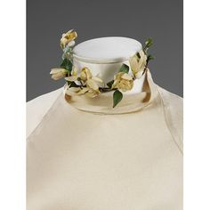 Choker with wax orange-blossom which completes the wedding ensemble worn by Baba Beaton in 1934. l Victoria and Albert Museum