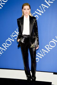 All The Best Red Carpet Looks At The 2018 CFDA Awards Amber Heard in sequin Michael Kors Collection suit Ladies Trouser Suits, Trousers Women, Pant Suits, Fashion Models, Fashion Outfits, Suit Fashion, Celebrities Fashion, Fashion 2018, Fashion Trends