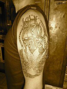 "Liam Sparkes, ""Kraaken tattoo"" from the White Trash Way of Life blog: http://zero6artedesordem.blogspot.co.uk/2012/07/tattoo-artist-liam-sparkes-east-river.html"