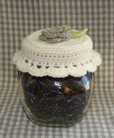 Synes at mine te-krukker trængte til lidt pynt ;D.     Og så vil jeg da lige dele mønsteret med jer ude i blogland  (ikke den dybe tallerke...