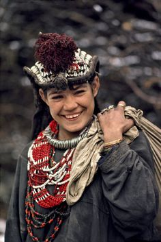 KHYBER PAKHTUNKHWA. Kalash women and girls of #Chitral. 1980-81. Photographs by Steve McCurry.