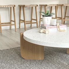 We've got major coffee table envy after seeing these pics of our @globewest Sketch Native terrazzo table in the stunning home of @viva_for_riva 😱 This stunner has curves in all the right places...👌🏼 Wishing you all a Happy Monday and a magical week. xx