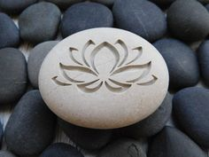 Personalized Lotus Flower Stone on Natural Sea Rock In Buddhist symbolism the lotus is symbolic of purity of the body, speech, and mind. Pet Grave Markers, Painted Rocks, Hand Painted, Dremel Carving, Background Drawing, Stone Crafts, Stone Carving, Wood Carving, Gravure