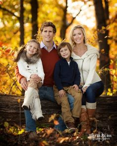 family of 4 picture poses - Family Photography / Photo Session Ideas / Family Photoshoot Family Picture Colors, Cute Family Photos, Outdoor Family Photos, Fall Family Pictures, Family Picture Poses, Family Picture Outfits, Family Photo Sessions, Family Of 4, Fall Photos