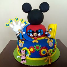Mickey Mouse Clubhouse Cake by Rebecca Blake … Mickey Mouse Torte, Mickey Mouse Clubhouse Cake, Mickey Mouse Clubhouse Birthday Party, Mickey Mouse Parties, Mickey Birthday, Mickey Party, Mickey Mouse And Friends, Disney Parties, 2nd Birthday