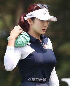 Practicing a New Golf Swing Sexy Golf, Girls Golf, Ladies Golf, Golf Fashion, Sport Fashion, Lpga Golf, Golf Magazine, Golf Photography, Female Cyclist