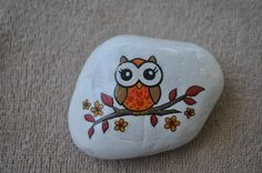 Pin by sherrie rawlings on rock painting Rock Painting Patterns, Rock Painting Ideas Easy, Rock Painting Designs, Paint Designs, Painted Rock Animals, Painted Rocks Craft, Hand Painted Rocks, Painted Owls, Stone Art Painting