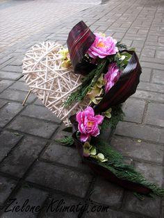 Czas pokazać kilka perełek z tegorocznych obchodów Wszystkich Świętych. Bardzo dziękuję stałym klientom, że i tym razem daliście nam pole do... Casket, Funeral, Floral Arrangements, Floral Wreath, Bouquet, Wreaths, Bridal, Flowers, Plants