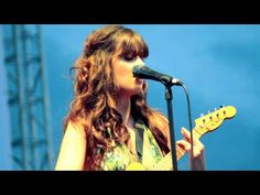 "Zooey Deschanel and Matt Ward from She & Him covering ""Wouldn't It Be Nice"" (best if watched in at least HD 720P)"