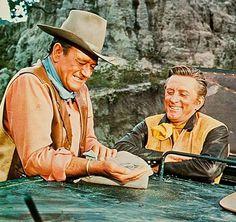 """John Wayne y Kirk Douglas en""""Ataque al Carro Blindado"""" (The War Wagon), 1967"""