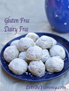 Nutty, powder sugary heaven in a bite Mexican Wedding Cookies. Try this recipe for amazingly easy Gluten Free Mexican Wedding Cookies. Easy Gluten Free Desserts, Gluten Free Treats, Gluten Free Baking, Dairy Free Recipes, Paleo Baking, Healthy Treats, Paleo Recipes, Baking Recipes, Healthy Eating