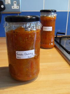 Easy Homemade Tomato Chutney Tomato chutney is a great way to store that glut of tomatoes that happens every time this year. And best of all it's delicious! I picked up this recipe for free at… Fruit Chutney Recipe, Green Tomato Chutney Recipe, Relish Recipes, Jam Recipes, Canning Recipes, Recipies, Tomato Jam, Curry Recipes, Tomato Preserves