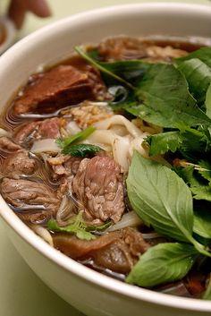 BEEF NOODLE SOUP [thaksin beef noodle soup copycat recipe] [cadymcbronzie]