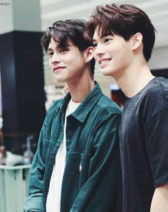 เพราะเราคู่กัน the series – Psycho Milk Handsome Prince, Handsome Actors, Handsome Boys, Bright Wallpaper, Bts Wallpaper, Isak & Even, College Boys, Bright Pictures, Cameron Boyce
