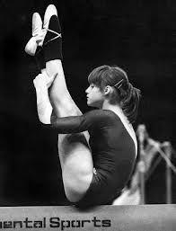 Gymnastics Pictures, Sport Gymnastics, Artistic Gymnastics, Olympic Gymnastics, Olympic Sports, Nadia Comaneci Perfect 10, Famous Gymnasts, Romanian Girls, Dynamic Poses
