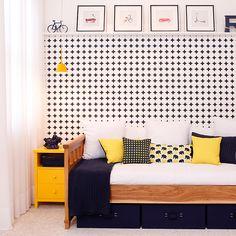 Azul e amarelo sempre foram coringas na decoração!! Olha que charme esse quartinho kids com recamier em madeira freijó fosco, criado na laca amarela e detalhes da décor em azul!! Um charme total!!! 💛 💙 💛 💙 #quartokids #decorqaurtokids #decoramareloeazul #kidsroom #quartosetc #moveisquartosetc #decorquartos #kidsyellowandblue #recamierkentucky #moveismadeira