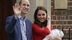 Vévodkyně Kate s manželem princem Williamem před porodnicí ukazují svého novorozeného syna.