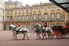 Isn't Buckingham Palace beautiful?...Love the architecture.