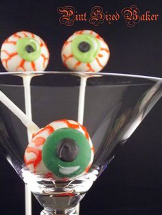 Halloween+Cake+Pops+-+Pint+Sized+Baker