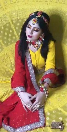 Wedding Dance Video, Wedding Videos, Indian Gowns Dresses, Indian Fashion Dresses, Indian Wedding Songs, Bridal Jewellery Inspiration, Wedding Lehenga Designs, Beautiful Indian Brides, Bengali Bridal Makeup