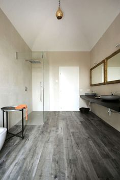 Minimalist corner shower design - Home Decorating Trends - Homedit Home Design Decor, Home Interior Design, Interior Architecture, House Design, Tile Walk In Shower, Walk In Shower Designs, Style At Home, Cosy Home, Architect House