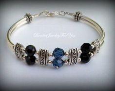 Argent et bleu Bracelet de perle : bijoux en perle de cristal, bijoux en perle bleu, bracelet jonc gris, bracelet jonc perle, bijoux pour les