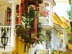 Calle Colonial del Casco Antiguo in Cartagena, Colombia photographed by Jordi Camardons Caralt