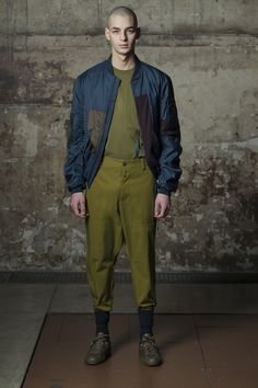 OAMC Fall 2016 Menswear Fashion Show Collection: See the complete OAMC Fall 2016 Menswear collection. Look 12 Look Fashion, Runway Fashion, Fashion Show, Mens Fashion, Fashion Trends, Paris Fashion, Men's Collection, Winter Collection, Military Looks