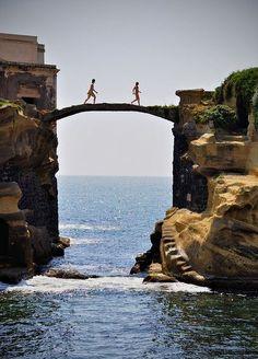 Puente de Gaiola, Nápoles, Italia