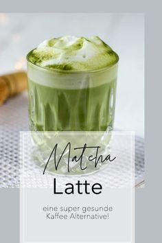 Matcha Latte schmeckt gut, ist super gesund  - und DIE Kaffee Alternative. Erfahre was drin steckt und wie du den perfekten Matcha Latte zubereitest! #matcha #matchalatte #kaffeealternative #koffeinboost | schuesselglueck.de Matcha Tee, Matcha Drink, Vegan Recepies, Iced Latte, Raw Cacao, Low Carb Breakfast, Fun Cooking, Smoothie Bowl, Vegan Life