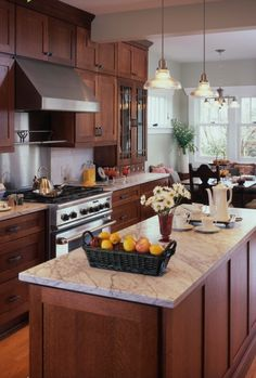 Cherry Wood Cabinets for Small Kitchen Design - Pecansthomedecor Cherry Wood Cabinets, Wood Kitchen Cabinets, Kitchen Redo, Kitchen Countertops, Kitchen Backsplash, Kitchen Ideas, Dark Oak Cabinets, Cherry Wood Kitchens, Marble Counters