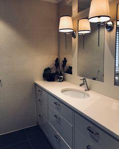 Veggfliser og servantplate i Caliza Capri! Vi har kalksteinen på lager i flere formater🙂 | bathroom | limestone Vanity, Bathroom Vanity, Double Vanity, Bathroom