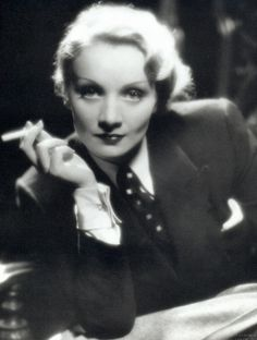 Nothing looks more classy or sexy than a woman in a well cut man's suit, as Marlene Dietrich. Marlene Dietrich, Hollywood Stars, Classic Hollywood, Marilyn Monroe, Divas, Star Wars, Look Alike, Movie Stars, Sexy