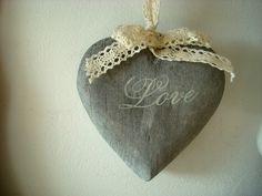 Suspension cœur en bois gris : 6.95€