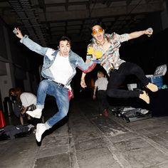 This idiot 😂 Choi Siwon, Lee Donghae, Leeteuk, Kpop, Kim Heechul, Dong Hae, Asian Boys, Korean Singer, Boy Bands