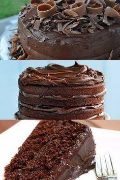 Bolo de chocolate mesmo simples, é irresistível e delicioso. Aprenda a fazer essa receita de bolo de chocolate molhadinho ao leite condensado.