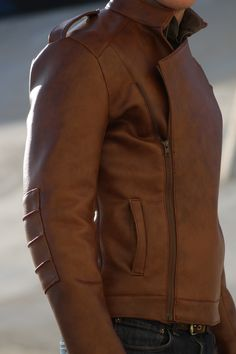 Vintage look to this leather jacket. Love the zipper.