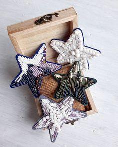 Пусть у каждого будет своя звезда, которая покажет путь и осветит дорогу к нему ______________ Немного поколдовав получились вот такие шикарные броши #вналичииjn ______________ Цена 1500₽.