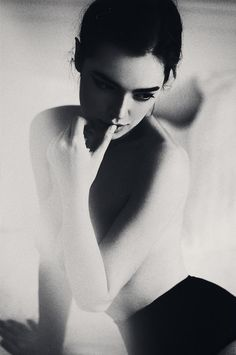 Portrait Photography by Moscow, Russia-based photographer Lena Dunaeva (Pose - Black and White)