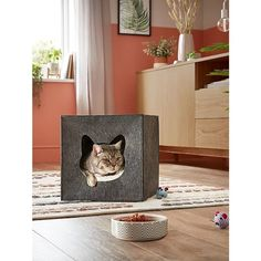 Here at George Home, we're not kitten when we say we've got a cat house for the fanciest of felines. Designed in grey felt and in a box shape to slot easily into corners, it features a cute cut-out cat face with a plush cream pillow inside.