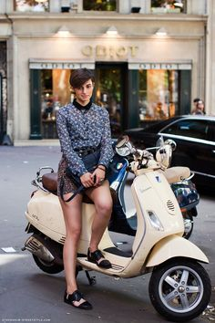 Modern Vespa : Your Daily Scooter Girl, some NSFW