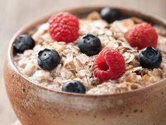 Haver hoort tot de gezondste voeding ter wereld. Het is een glutenvrij volkorengraan een een prima bron van belangrijke vitamines, mineralen, vezels en antioxidanten. Uit studies blijkt dat haver(mout) veel gunstige effecten op de gezondheid heeft, waaronder gewichtsverlies, lagere bloedsuikerspiegel en lager risico op hartaandoeningen. Hieronder volgen 9 bewezen gezondheidsvoordelen van het eten van haver(mout). […]