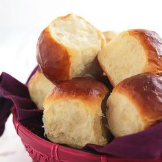 The fluffiest of all fluffy dinner rolls! This soft and airy bread, also known as Hokkaido milk bread, uses a fascinating but simple Japanese technique called 'Tangzhong' that ensures tender and fluffy results every time. Say 'HELLO' to your new favorite Hokkaido Milk Bread, Fluffy Dinner Rolls, Bread Recipes, Cooking Recipes, Breakfast And Brunch, Bread Rolls, Quick Bread, Cinnamon Rolls, Baked Goods
