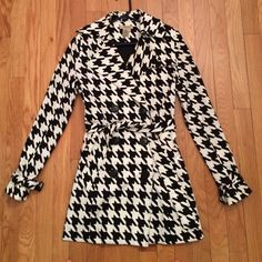 Houndstooth trench coat Tie waist houndstooth trench coat. Ideal for petite women. Gently used. Vertigo Paris Jackets & Coats Trench Coats