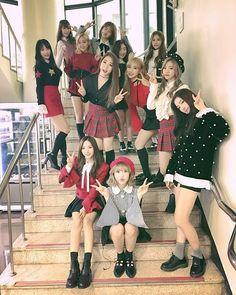 Kpop Girl Groups, Korean Girl Groups, Kpop Girls, Dark Rose, Wjsn Luda, Kim Hyun, Cute Girl Face, Cosmic Girls, K Idol