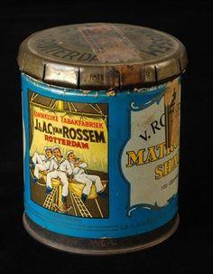tabaksblik met los zogenoemd klik-klakdeksel en afdekpapiertje van Van Rossem, productnaam Matrozen Shag