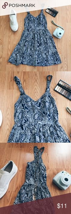 ▪️F21 Navy Blue & White Floral Sundress▪️ ▪️Product Description▪️ ▫️Simple and cool for sunny days- the perfect spring look  ▫️Navy blue and white floral print dress with a fitted waist and flowing skirt  ▪️Fit: Suitable for XS/S, tight fit & low cut in the bust, elastic waist (24-26 inches would work)  ▪️Condition: Excellent, worn few times  ▪️Measurements: Approx/Laying Flat  ▫️Length- 28 inches  ▫️Bust- 13 inches  ▫️Waist- 12 inches Forever 21 Dresses