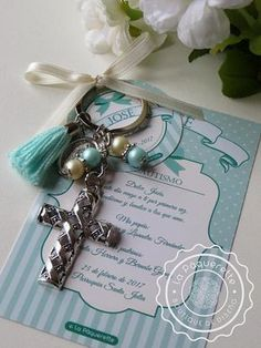 Baptism and First Communion favors - Favor card with religious keychain First Communion Favors, Communion Gifts, Baptism Favors, Baptism Party, First Holy Communion, Beaded Crafts, Jewelry Crafts, Pearl Color, Bead Art