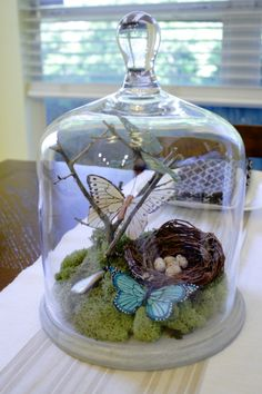 An Easter terrarium! It can be used just as a decoration or as a centerpiece, and you can make a terrarium in various styles and shades. Here are some ideas. Glass Domes, Glass Jars, Cloche Decor, The Bell Jar, Bell Jars, Deco Floral, Apothecary Jars, Glass Containers, Spring Crafts